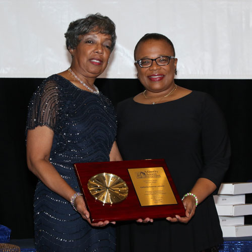 Zelia Wiley receives Administrator Role Model Award