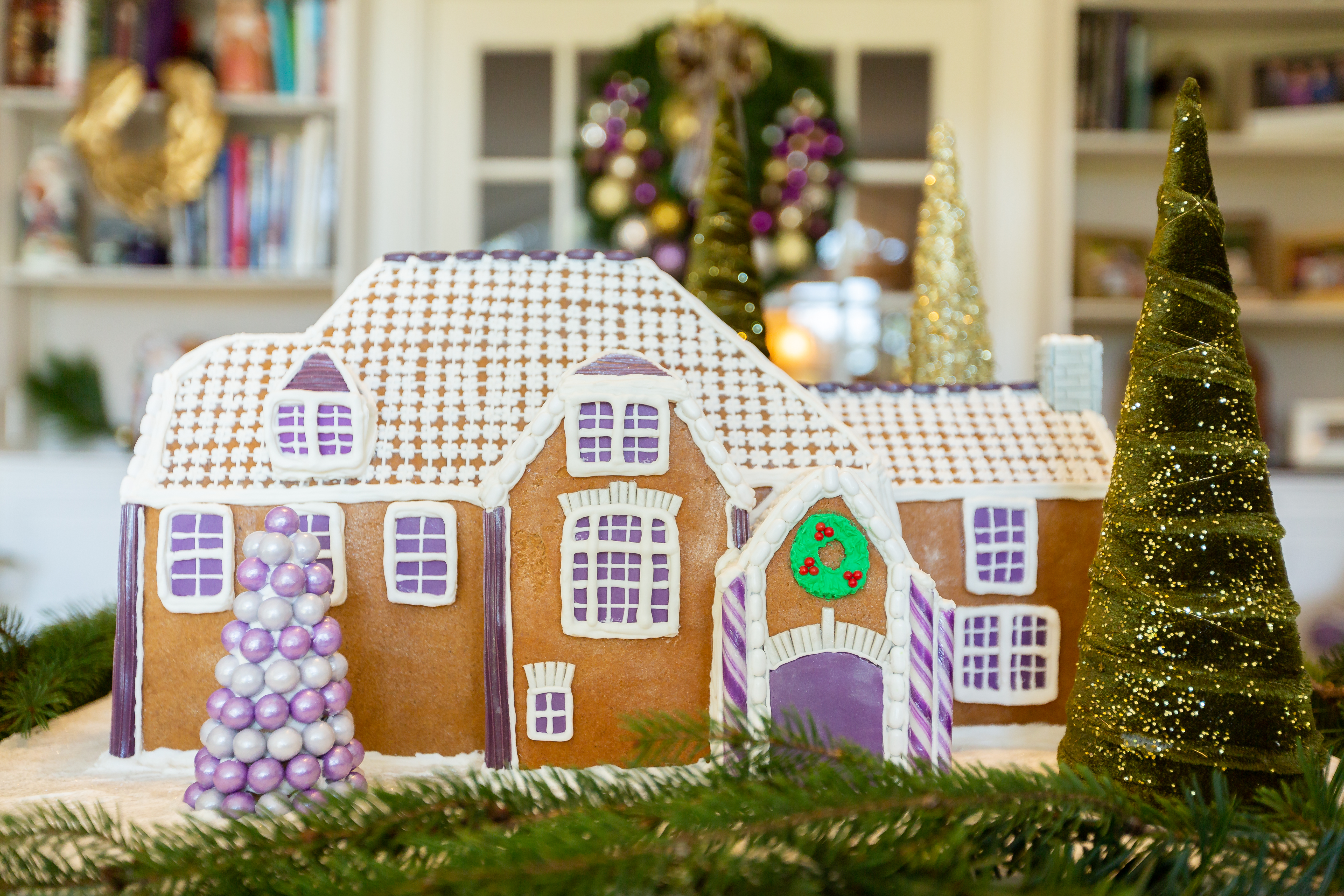 Newswise: Cookie doctor makes gingerbread replica of the Kansas State University President's Residence