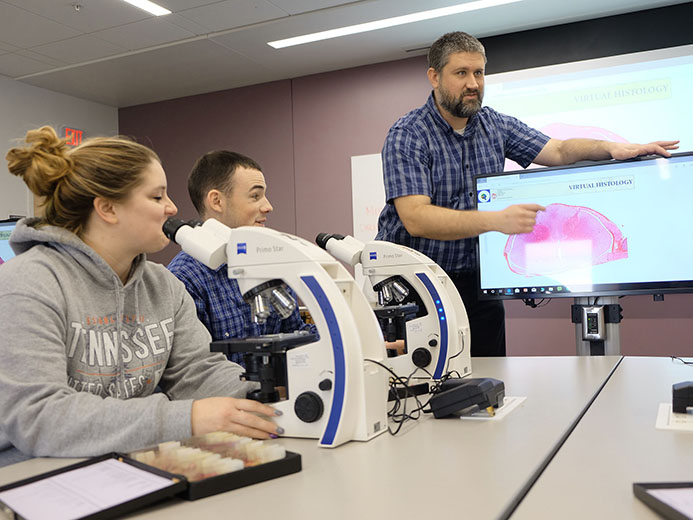 Dr. Matt Basel instructs students on use of resources in microanatomy lab
