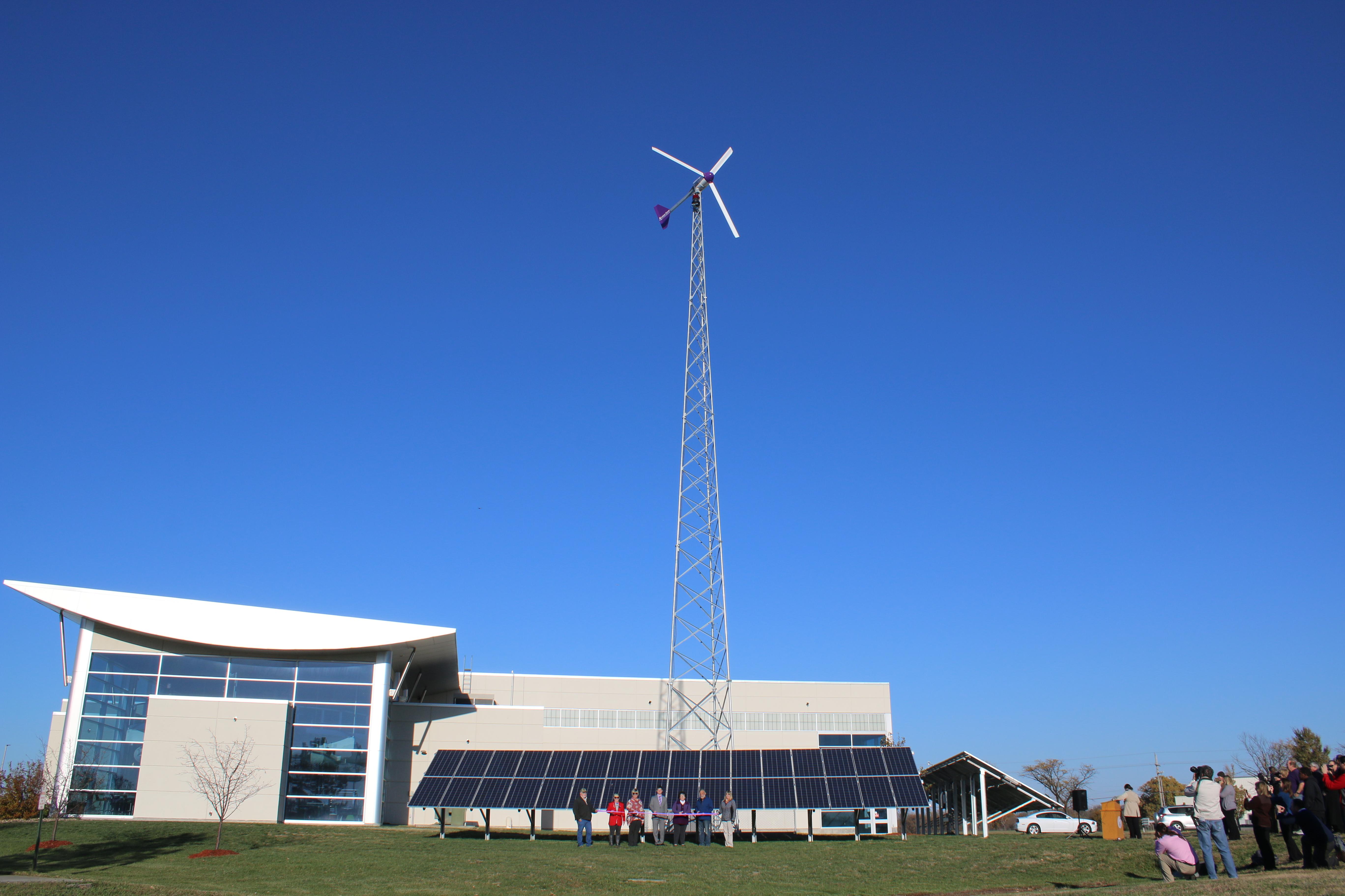 Going green kansas state polytechnic adds renewable for Kansas solar installers