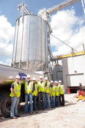 Students stand in front of the new O.H. Kruse Feed Technology Innovation Center
