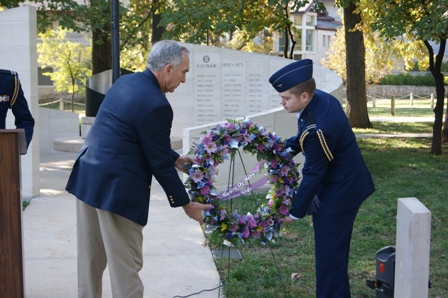 Laying Wreath at VVM